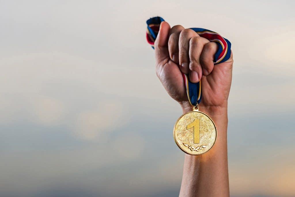 significado-del-color-azul-logros-ganador-meritos